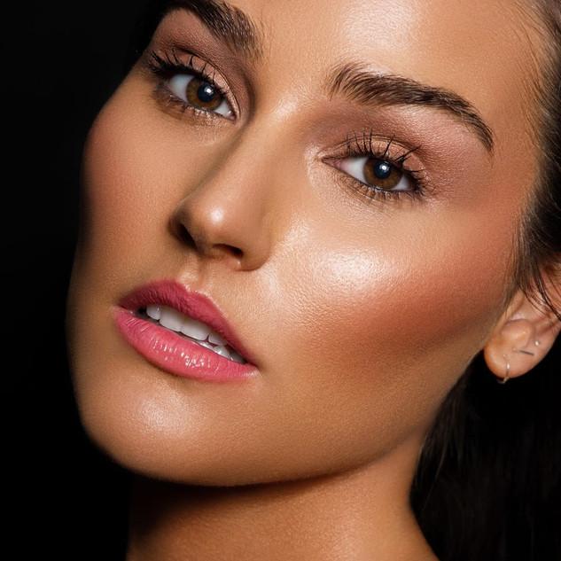 Lindsey Coffey model headshot.jpg