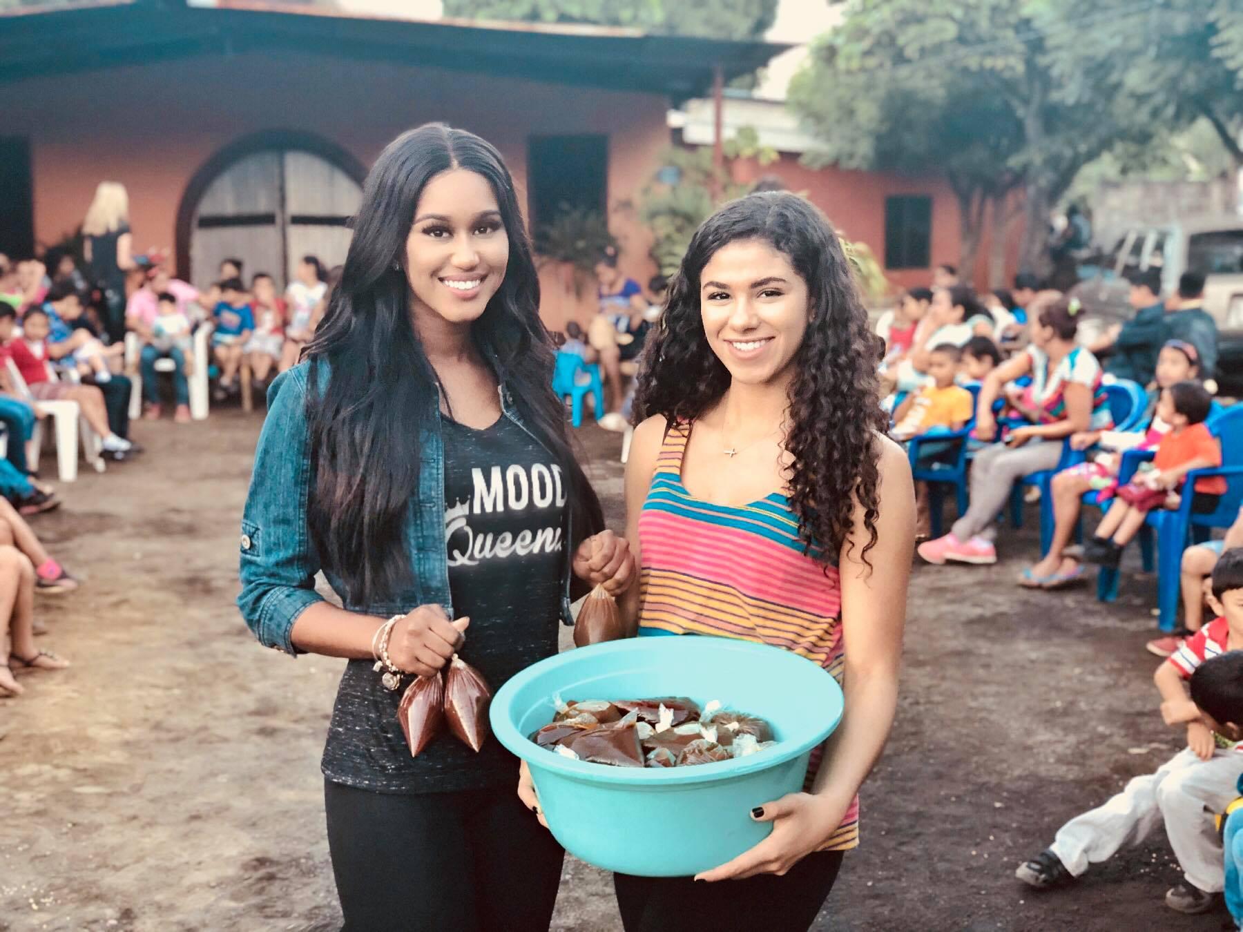 Andreia & Leslie in Nicaragua