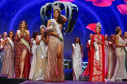 Miss Earth USA Emanii Davis Crowning.jpg
