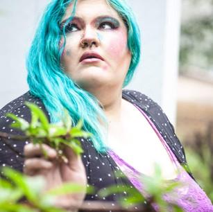 Photographer: @julinadove  MUA: @glamour_face_by_anshu