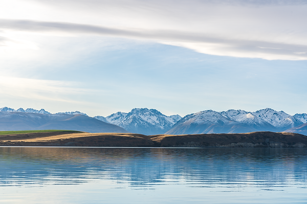 lake tekapo autumn mountains