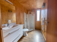 Shared Bathroom (1 of 2)