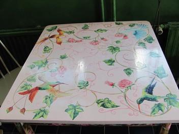 Ruusuinen pöytä