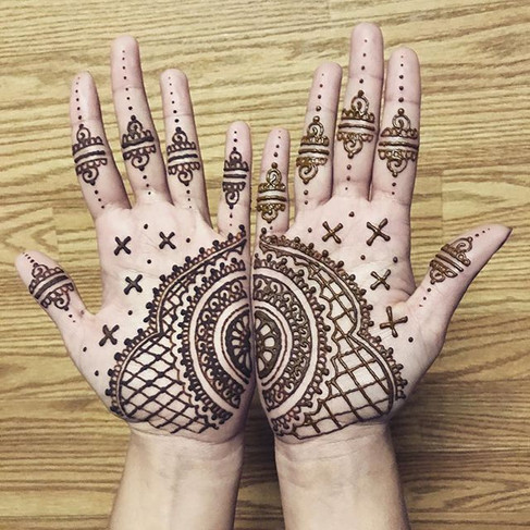 Just finished some henna for my friend _