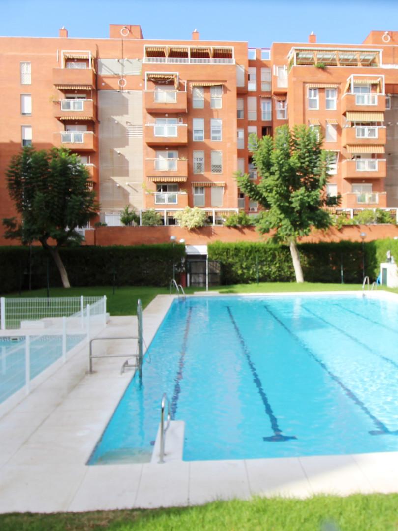 Zona Sevilla Este: 3 Dormitorios 2 baños Garaje Piscina Precio:199.000
