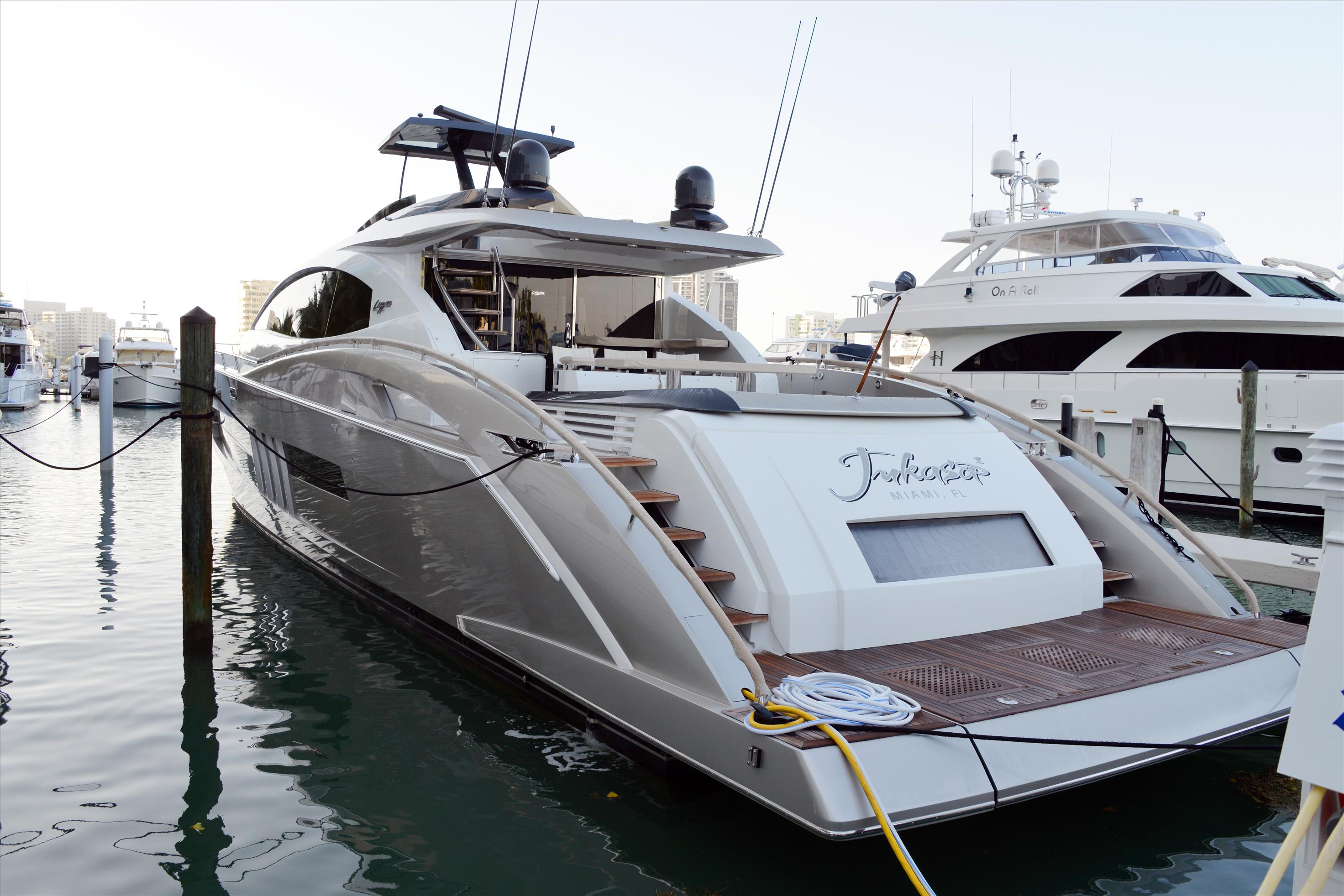 Luxury_Yachts_Side_View