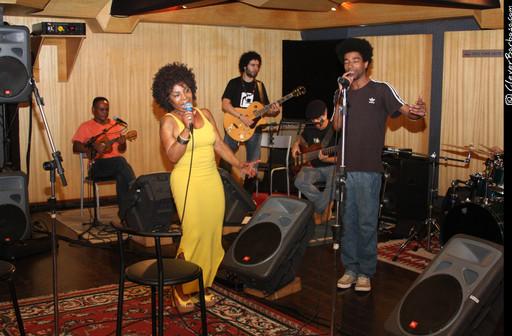 Ensaio com Elza Soares e Farofa Carioca
