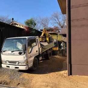 建物竣工と造園・駐車場工事の開始