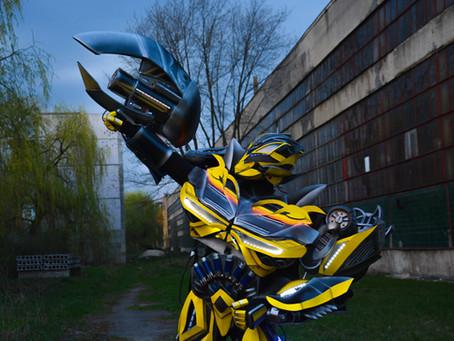 Супруги из Донецка создают уникальные костюмы роботов
