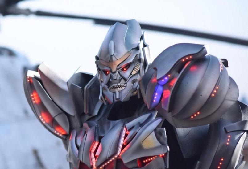 Мегатрон -  впечатляющий костюм трансформера для аниматоров