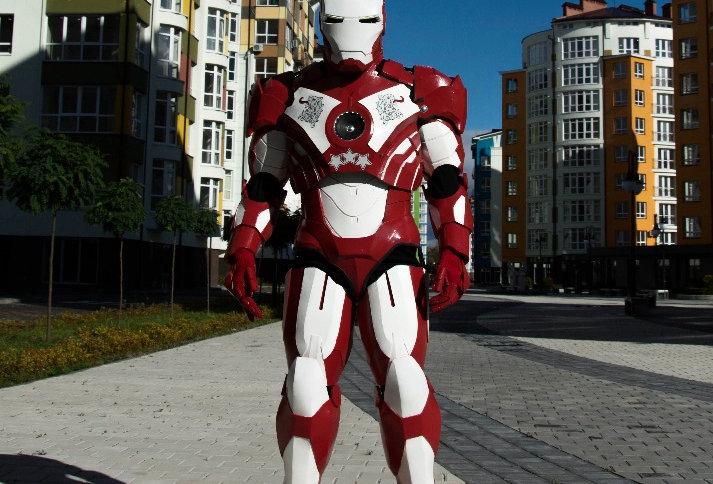LATMAN- костюм робота супер герой Латвии