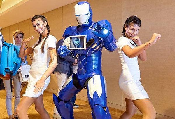 DYNAMO костюм робота с планшетом для развлечений и рекламы