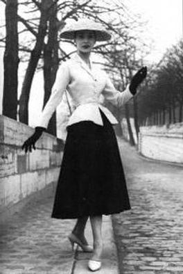 femme en escarpins confortable et élégante.jpg
