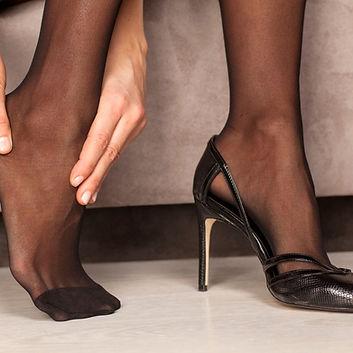 pied avec chaussures a talons, chaussures en cuir, chaussures femme