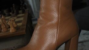 Comment porter les bottines marrons de manière cool et chic ?