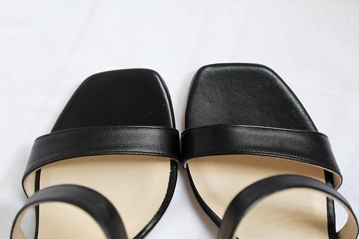 sandales_noires.jpg