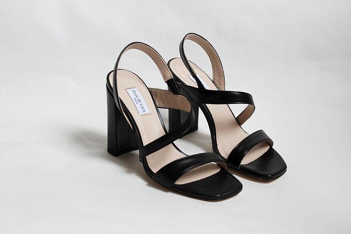 sandales_minimalistes_noires.jpg
