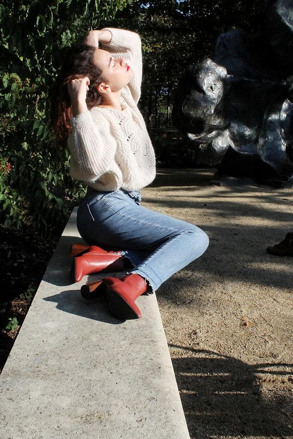 femme_porte_bottines_rouges_.jpg
