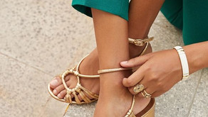 Trois façons de porter les sandales dorées