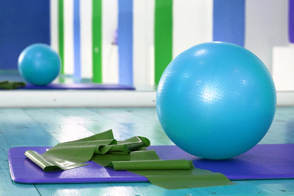 Yoga mattress, small ball and rubber band