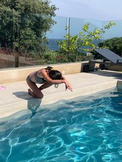 Natation enfant en piscine Sain