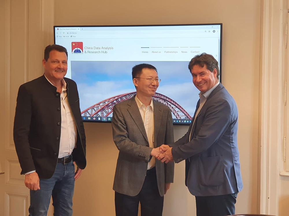 From left to right: Markus STENDER, YU Tao (Xinhua, Chief Correspondent in Vienna), Alexander G. WELZL