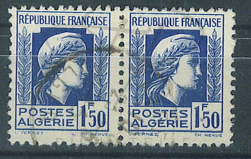 Algérie n°214 en paire , point de couleur