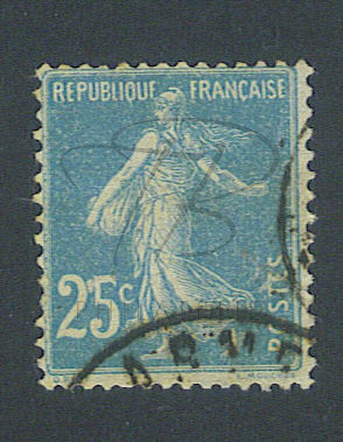 "France n°140 , point blanc entre ""2"" et ""5"""