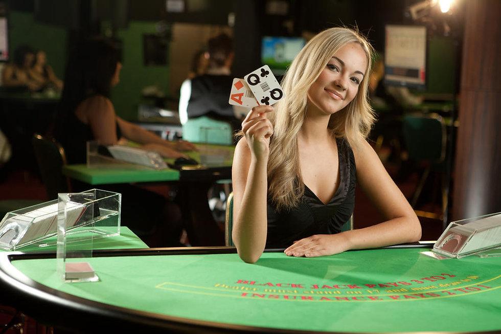 2013_live_blackjack_blonde_female_dealer_22_0.jpg