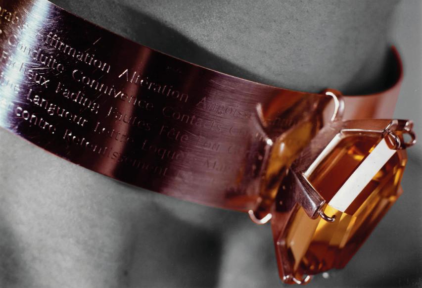 """Collier / TOUT SAVOIR SUR LE MONDE / Exposition """"Philtre d'amour"""""""