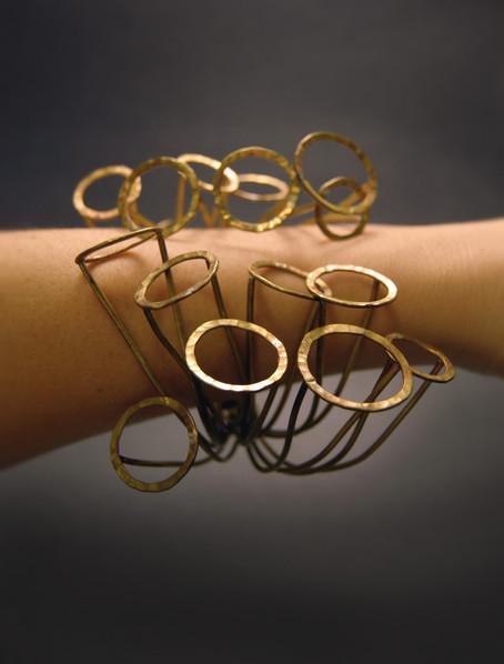 bracelet_arm2.jpg