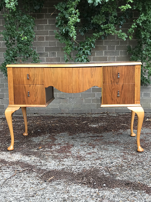 Curvy Vintage Dressing Table