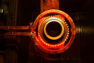 Elektrik alan yardımıyla parçanın bir kısmı ısıtılır.