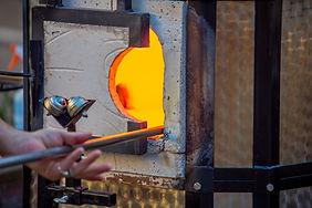Malzemeler soğutulmadan önce östenit sahasına ısıtılır ve belirli süre tutulur.