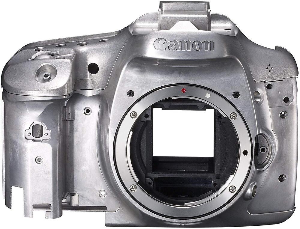 Bir magnezyum alaşımından imal edilmiş fotoğraf makinesi gövdesi. Magnezyum alaşımları ısıl işlem yapıldıklarında daha iyi mekanik özelliklere sahip oluyorlar. Dolayısı ile magnezyumun kaliteli ısıl işlemi büyük bir önem arz ediyor.