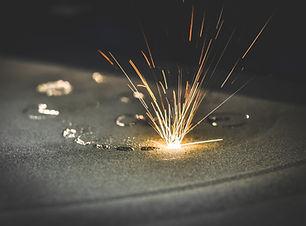 Lazer ışını malzemeyi hızlıca ısıtır sonrasında basınçlı hava/gaz ile sertleştme sağlanır.