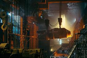 Metal sanayinde ısıl işlem haddeleme, dövme gibi işlemler için kullanılır.