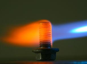 Parçanın belirli kısmı veya tamamen alev ile ısıtılır ve yağ, polimer veya su ortamında soğutulur.