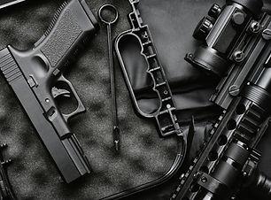 Silah parçaları oksidasyon yapılarak korozyon dirençleri arttırılır.
