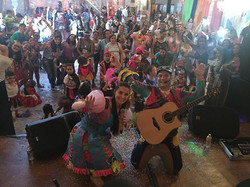 Que alegria foi hoje em tocar no Carnaval do _hotelzinhoeescolaursodacasazul!! Gostaria de fazer um