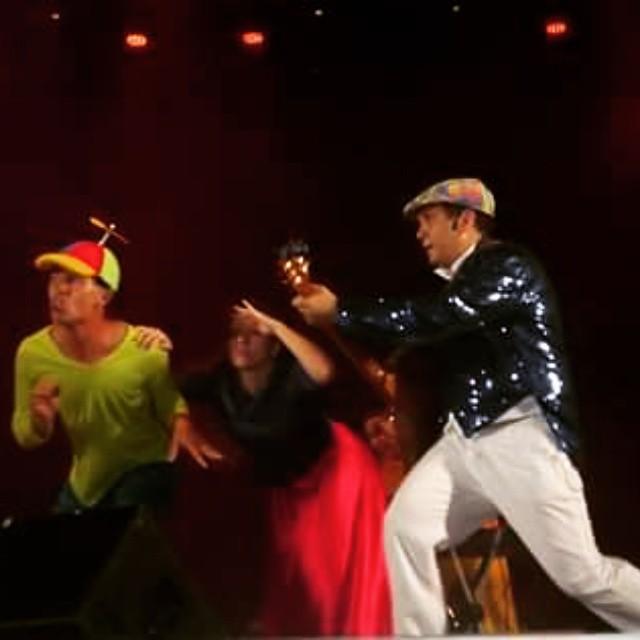 Instagram - O show no Dona Lindu foi lindo. .. bailarinos, músicos, bonecos, téc