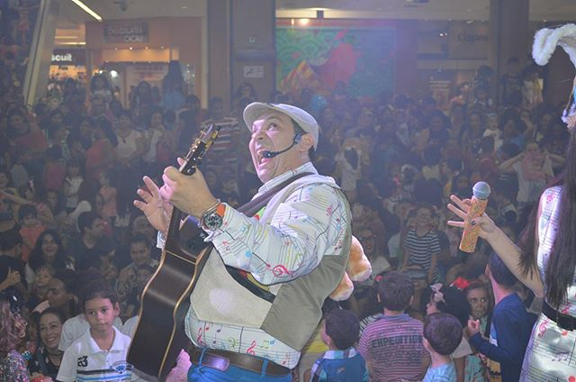 Bom dia com alegriaaa!! Que tenhamos uma semana de muita paz!! #tiobruninho #musica #musicainfantil