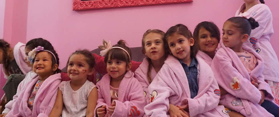 Group of girls ready to start with their spa day at dreams party miami