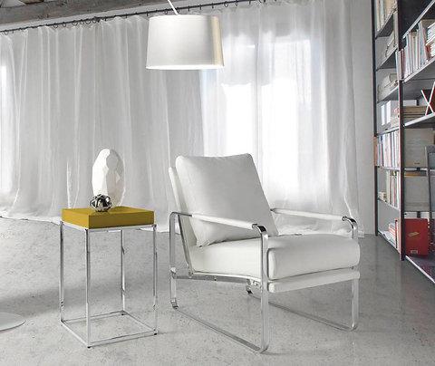 Sillón tapizado polipiel blanco modelo 5026