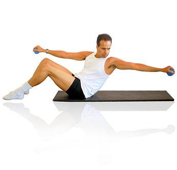 Especialista en cursos de pilates, Sandro Alves hace clase de mat y maquinas.