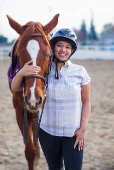 meenal-Mujumdar-with-horse.jpg