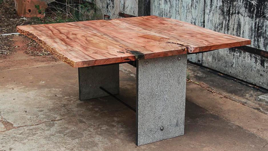 Folding wood on metal legs
