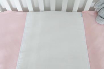 ברולי למיטת תינוק צבע לבן