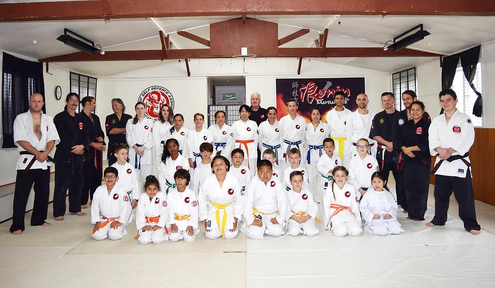 Heian students with the instructors at Papatoetoe dojo