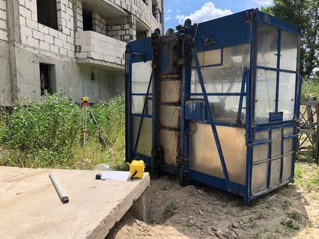 Монтаж мачтового грузо-пассажирского подъёмника Stros nov 2032.
